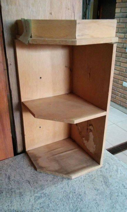 Esquinero de madera peque o mir for Jardines pequenos esquineros