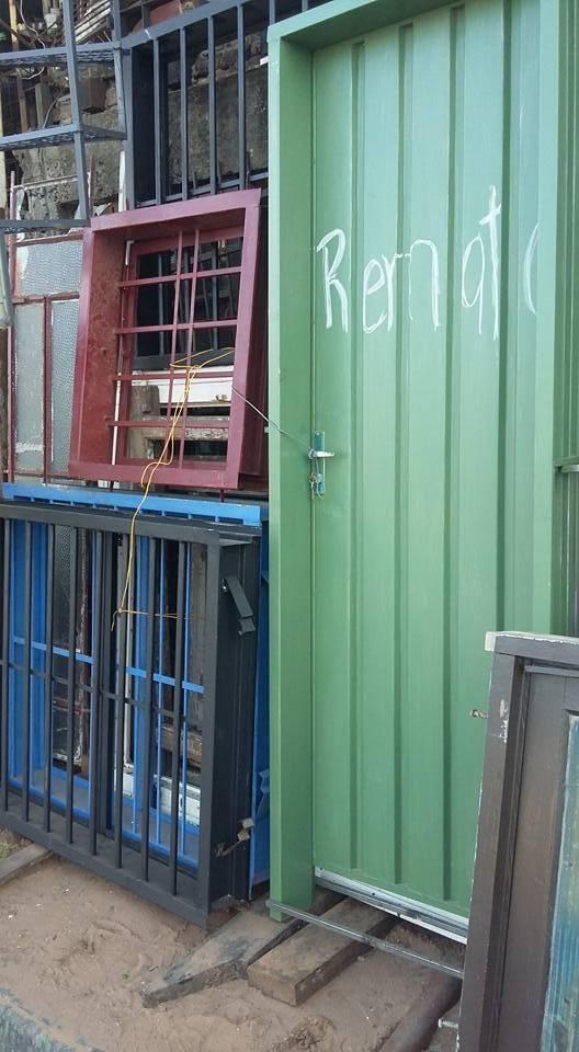 Puertas de metal con marco y cerradura - Arnulfo- Hendyla.com