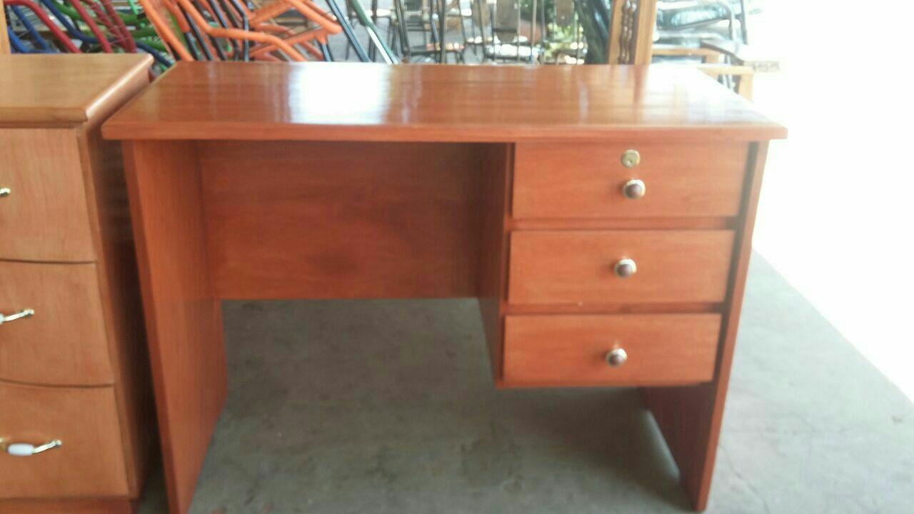 Escritorio de madera ajp id 396178 for Escritorios de madera para oficina