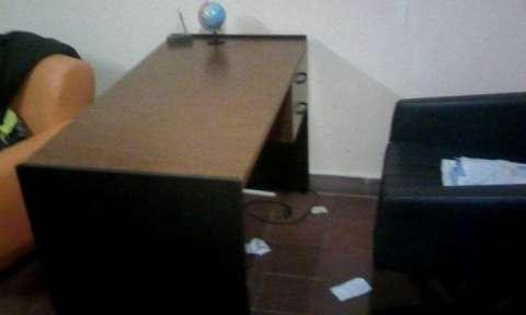 Escritorio para oficina ale casco for Muebles de oficina quilmes andres baranda