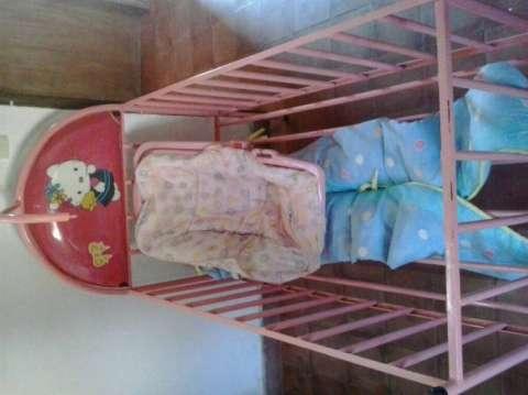 Cuna para bebé con baby sit y cubre cuna