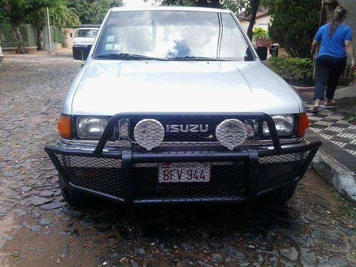 Camioneta Isuzu doble cabina 4x2 de Automotor - 3
