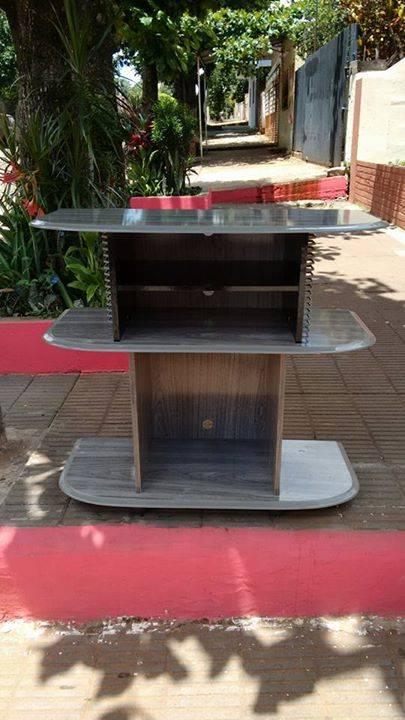 Mueble para televisor y equipo de sonido genesis molinas for Muebles para televisor y equipo de sonido