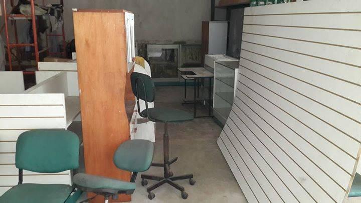 Muebles para negocios enmanuel favero for Muebles de oficina quilmes andres baranda