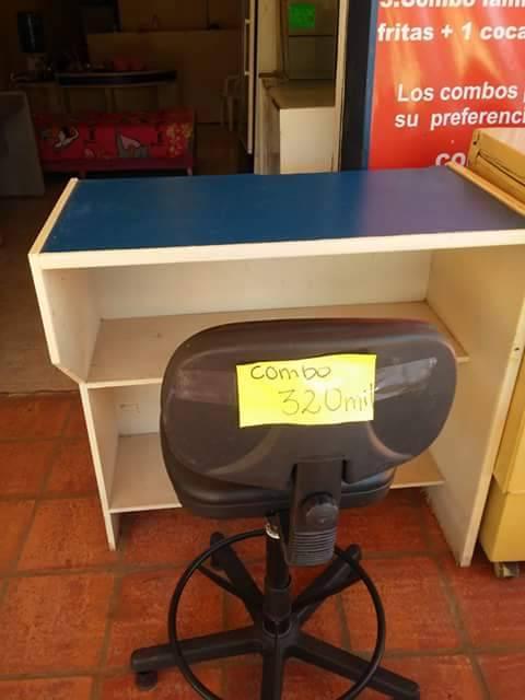 escritorio azul y silla giratoria dayannara villalba