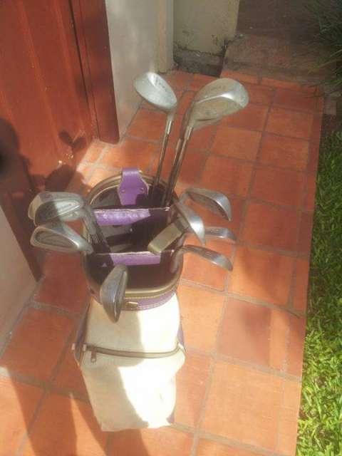 Palos de golf semi nuevos