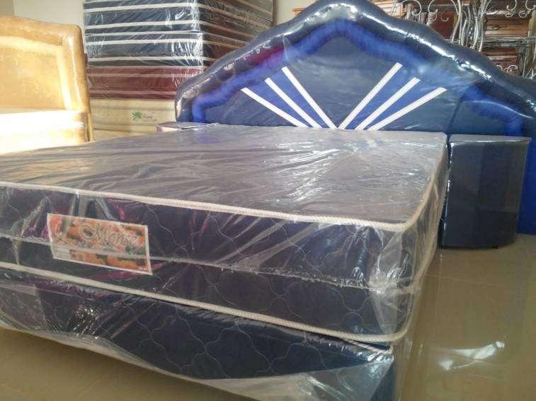 Sommier 1,40 x 1,90 m base colchón cabecera y mesitas - 1