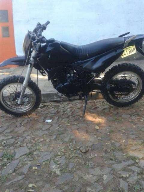 Moto Trail Génesis 200 cc