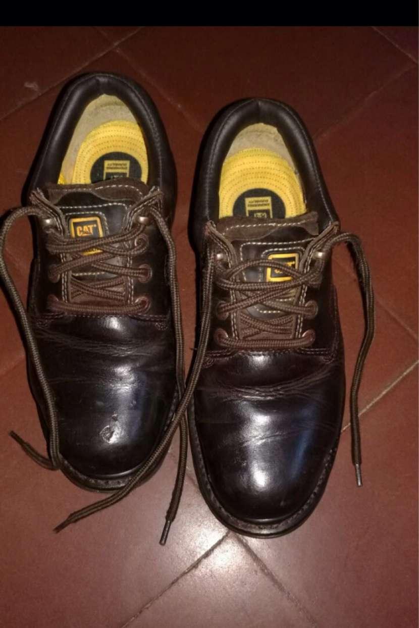 Zapato Cat con puntera de acero calce 41