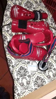 Guante de boxeo y taladro