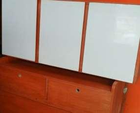 Alacena de cocina con tres puertas