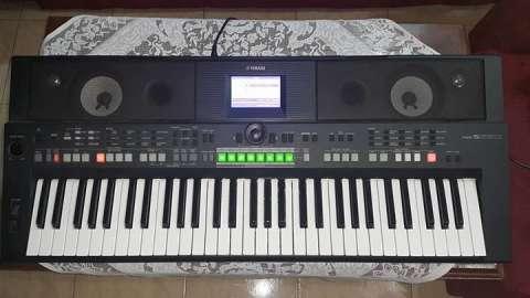 Teclado Yamaha PSR-S650