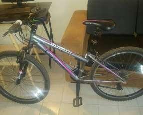 Bicicleta Gt de dama casi uso