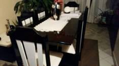 Juego de mesa con 6 sillas tapizadas