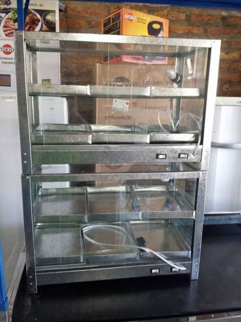 Exhibidora de empanada 6 bandejas con foco y calentador