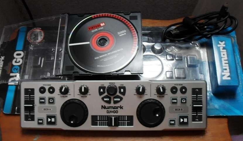 Controlador Numark DJ2GO - 0