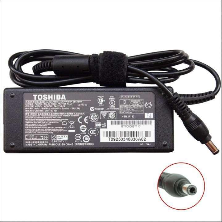 Cargador para notebook Toshiba 19V 3.42a pin 2.5mm C645 L800 - 0