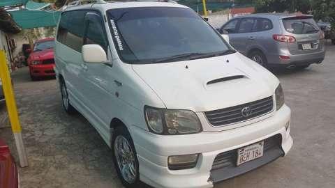 Toyota Noah 1999 diésel con chapa y cédula verde