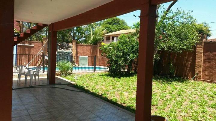 Casa con piscina christian talavera for Piscinas talavera