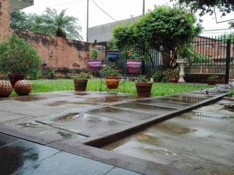 Casa en el centro de San Lorenzo - 1