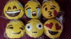 Almohaditas con diseño de emojis