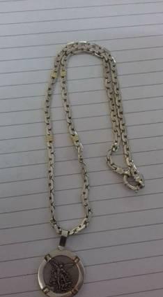 Cadena de plata con medalla