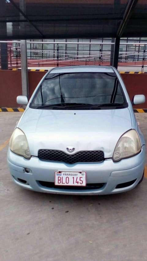 Toyota Vitz 2003 impecable