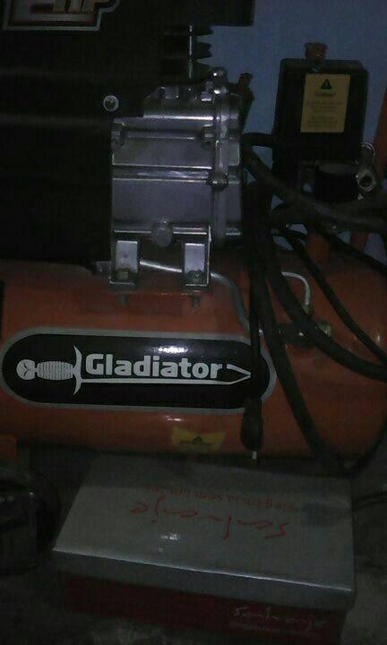 Compresor de aire Gladiator de 2 Hp
