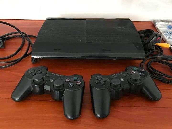 PS3 de 250 gb con 60 juegos cargados - 0