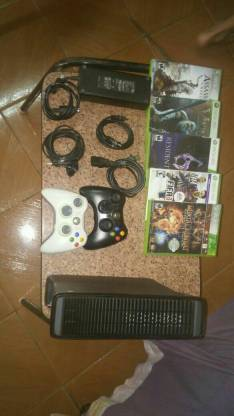 Xbox 360 de 4 gb con disco duro interno
