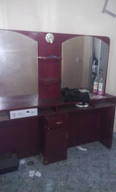 Mueble para peluquería con dos espejos