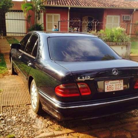 Mercedes Benz E 320 CID 2001 132 000 Km Título de cóndor