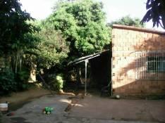 Casa sobre asfalto a media cuadra de la fábrica de Tres Leones