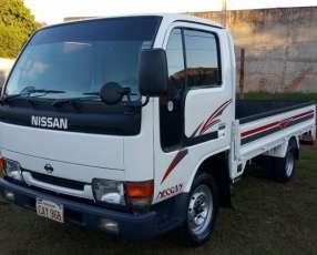 Nissan Atlas 1997 para 2500k motor 3.2 cc diésel