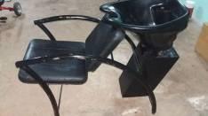 Lava cabezas y una silla