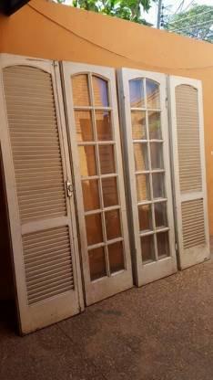 Puertas y persianas plegables de madera cedro.