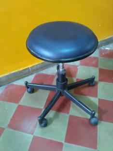 Silla acolchado con patitas de ruedas