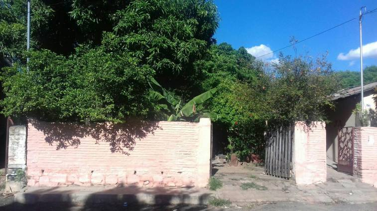 Casa en asuncion derlis jose for Casa jardin la asuncion