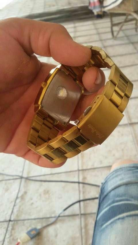 Reloj bañado en oro 18 acero inoxidable resistente al agua