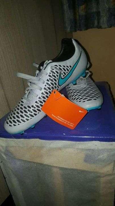 Botín Nike Magista calce 42