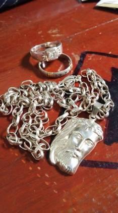 Cadena con medalla rostro de Cristo y 2 anillos