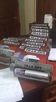 Colección completa de camiones a escala en caja y con sus revistas de historia
