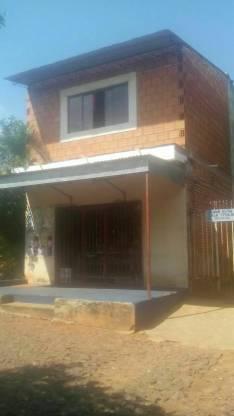 Terreno con 5 casas en San Lorenzo
