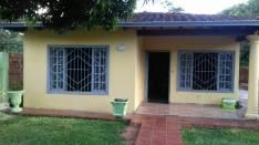 Casa cerca del hospital nacional en Itaugua guazu