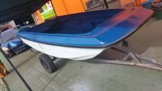 Embarcacion de fibra de vidrio con tira trailer