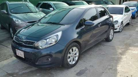 Kia Rio Hatchback 2014 financiado