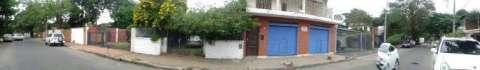 Casa sobre Bruselas en el barrio Ycua Sati