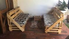 Pileta y sillones de Palets