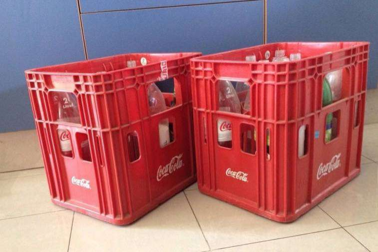 Caja de Coca Cola con 8 envases