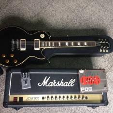 Electro Harmonix y amplficador Marshall